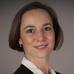 Dr Eva  Steiner